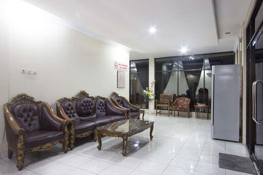 RedDoorz Plus near Stadion Mandala Krida Umbulharjo - Lobby Sitting Area