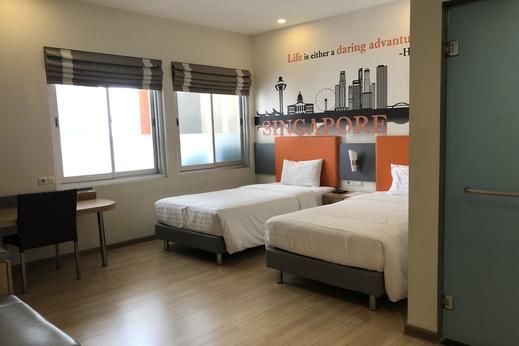 OYO 3905 Graha 100 Guest House Syariah Surabaya - Bedroom