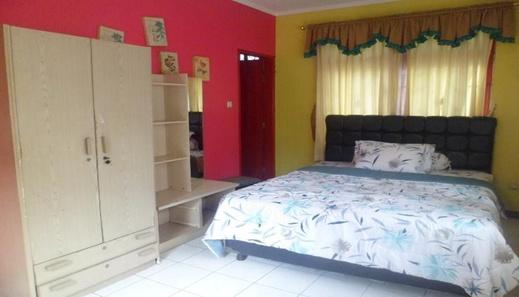 Santibi's Villa Kota Bunga Melati B Cianjur - Bedroom
