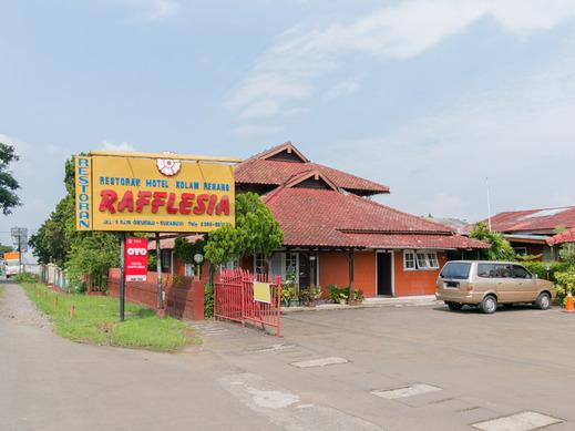 OYO 1924 Hotel Rafflesia Sukabumi - Facade