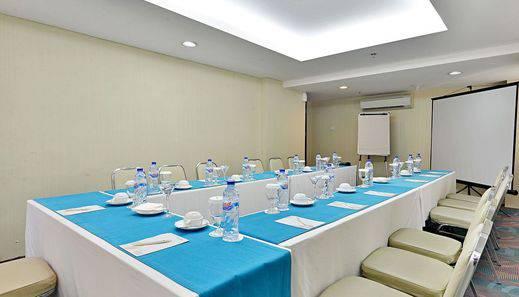 ZenRooms Tangerang Binong - Ruang Rapat