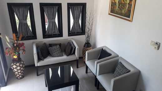 Villa Edelweiss Malang - living room