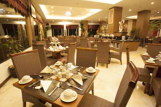 Grand Rocky Hotel Bukittinggi - Restaurant