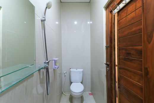 Cempaka Putih Guest House Bali - Bathroom