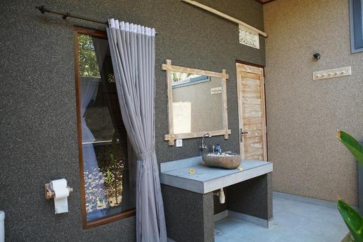 Dimpil Guest House Bali - Bathroom