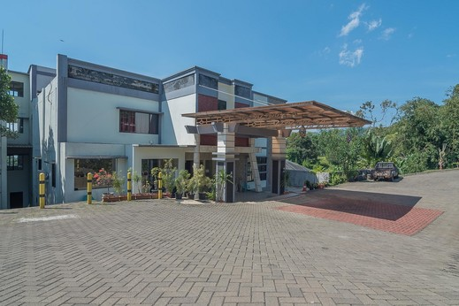 RedDoorz Premium @ Fafa Hills Resort Puncak Bogor - Photo