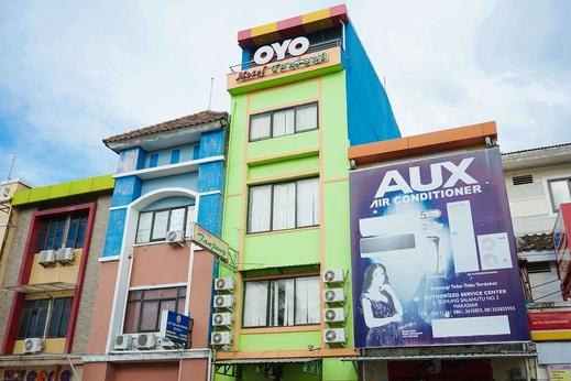 OYO 2536 Hotel Tanjung Makassar - Facade