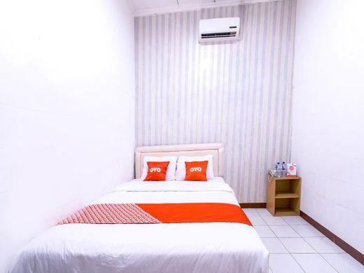 OYO 1421 Kasmaran Guest House Syariah Jakarta - Bedroom