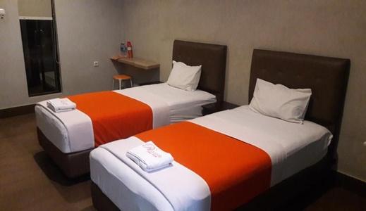 Premiere Guest House Tegal - Bedroom