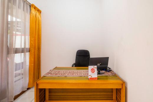 OYO 2728 Sinulingga Near RS Hermina Pasteur Bandung - Reception