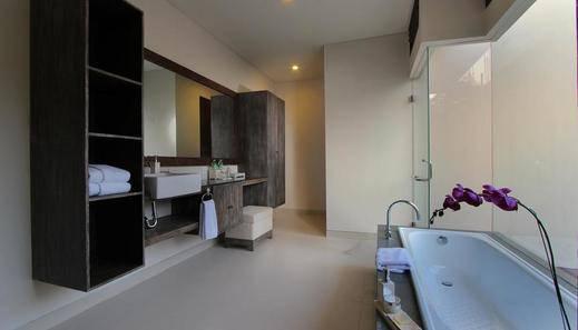 Royal Samaja Villa Bali - Bathroom