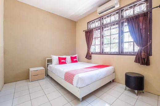 OYO 1568 Stasiun Ka Cirebon Guest House Cirebon - Bedroom