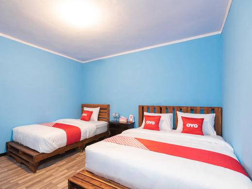 OYO 1852 Intan Bromo Homestay Pasuruan - Bedroom SF