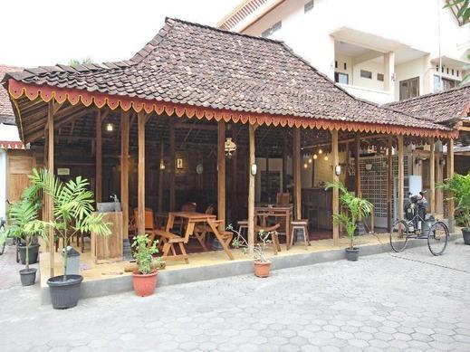 RedDoorz near Pojok Beteng Yogyakarta Yogyakarta - Exterior