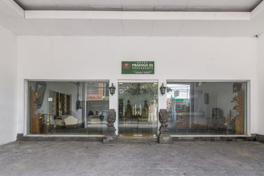 OYO 1412 Hotel Prayogo III Near RS Pratama Yogyakarta Yogyakarta - Property Entrance