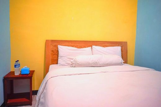 RoomZ Budget Hotel Semarang - Bedroom