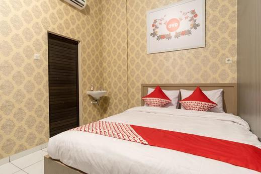 OYO 359 Executive Inn Medan - Standard double bedroom