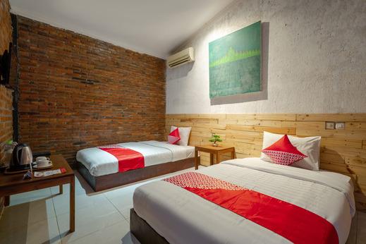 OYO 2380 Alea Guesthouse Magelang - Bedroom