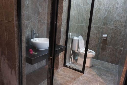 Votel Viure Hotel Yogyakarta - Bathroom
