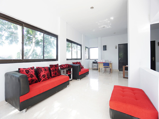 OYO 2566 Putri Kesia Rooms Manado - Common Area