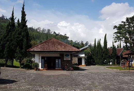 New Mountain Springs Hotel & Resort Lembang - entrance