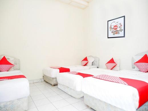 OYO 1196 Hotel Pura Puspa Rosa Yogyakarta - Bedroom
