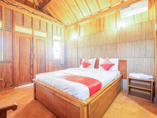 OYO 1347 Joglo Garut Cottage Syariah Garut - Bedroom