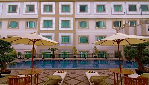 Rocky Plaza Hotel Padang - Pool