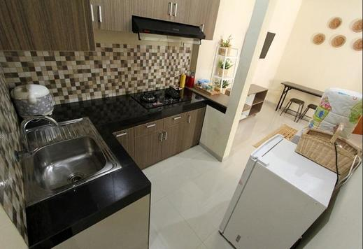 D'Java Homestay Unit Babarsari by The Grand Java Yogyakarta - Kitchen