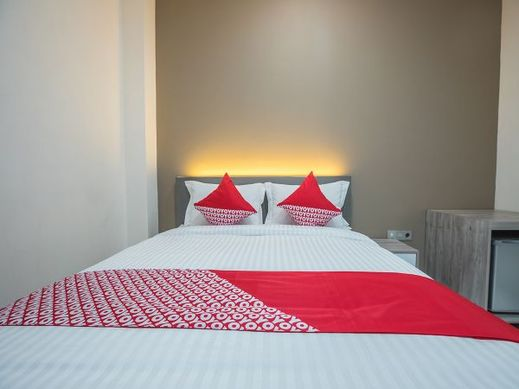 OYO 1487 Residence Khoe Near RS Royal Taruma Jakarta - Bedroom