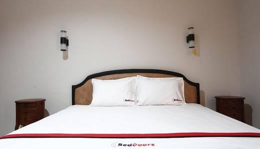 RedDoorz near Adisucipto Airport 2 Kembang Baru - Guest room