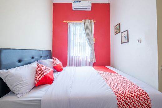 OYO 1370 Sudirman Guesthouse Syariah Garut - Bedroom