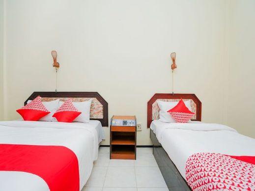 OYO 1652 Hotel Tampiarto Probolinggo - Bedroom