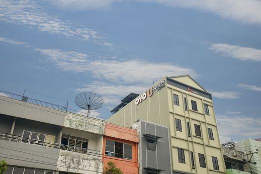 OYO 1574 U_xpress Hotel Palembang - Facade