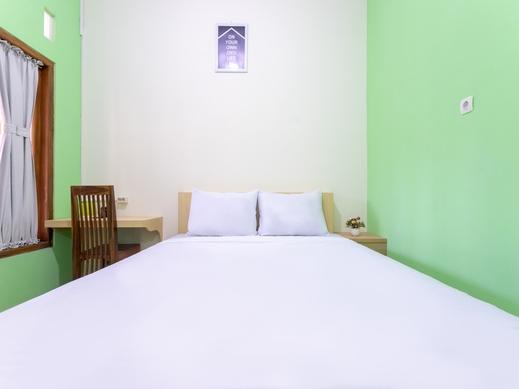 OYO Life 3003 Wisma Handayani Yogyakarta - Bedroom