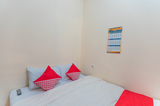 OYO 2230 Ava Guest House Jakarta - Bedroom
