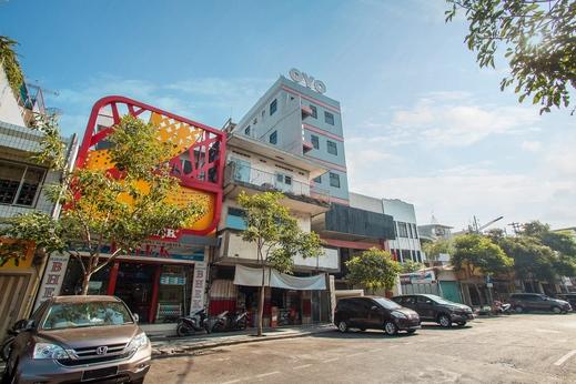 OYO 491 Uno Hotel Surabaya - Facade