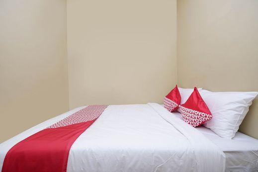 OYO 1312 Graha Wisata Hotel Solo - Bedroom