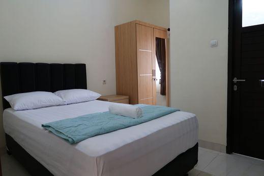 Solota Guest House Syariah Solo - Bedroom