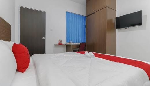 RedDoorz Plus near Kepri Mall Batam - Room