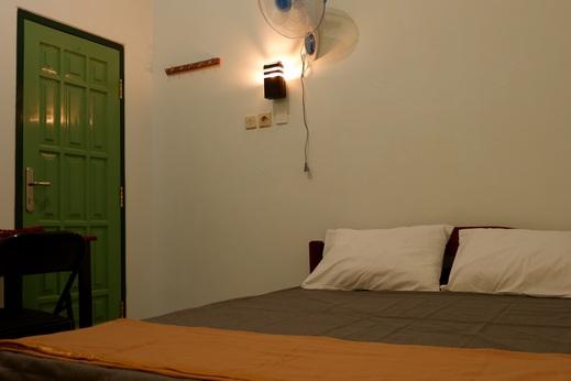 Comfy Homestay Syariah Malang - bedroom