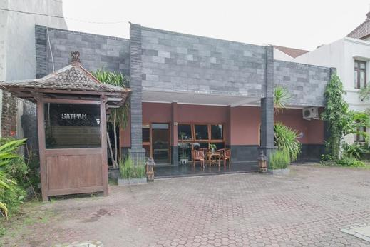 Airy Syariah Pacar Kembang Dharmahusada Satu 23 Surabaya - Hotel Front