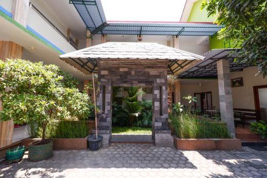 OYO 1532 Mawar Indah Hotel Solo - Facade