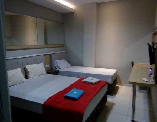 Double Tree Guest House Purwokerto - Family Room (untuk 3 orang)