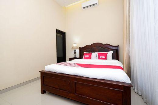 OYO 1523 Erna's Solo House Solo - Bedroom