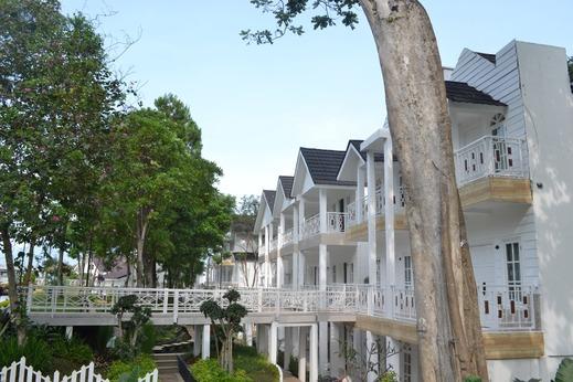 Chevilly Resort and Camp Bogor - Exterior