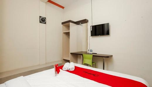 RedDoorz @ Wiyung Surabaya - kamar Tamu