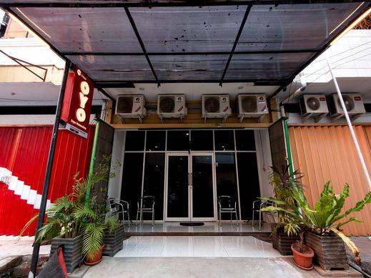 OYO 2087 Jaya Homestay Makassar - Facade