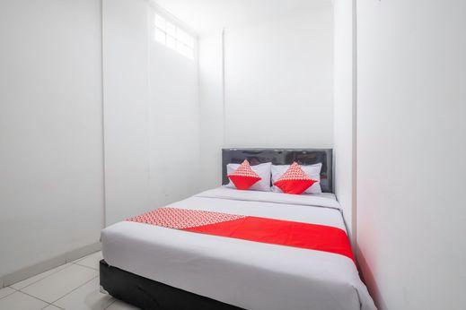 OYO 1608 Feby Maisonatte Bandung - Bedroom