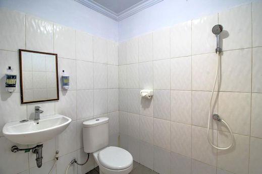 Kira Homestay Bali - Bathroom